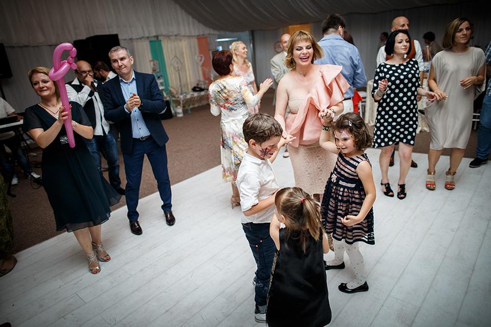 Copii la petrecere - fotograf Ciprian Dumitrescu