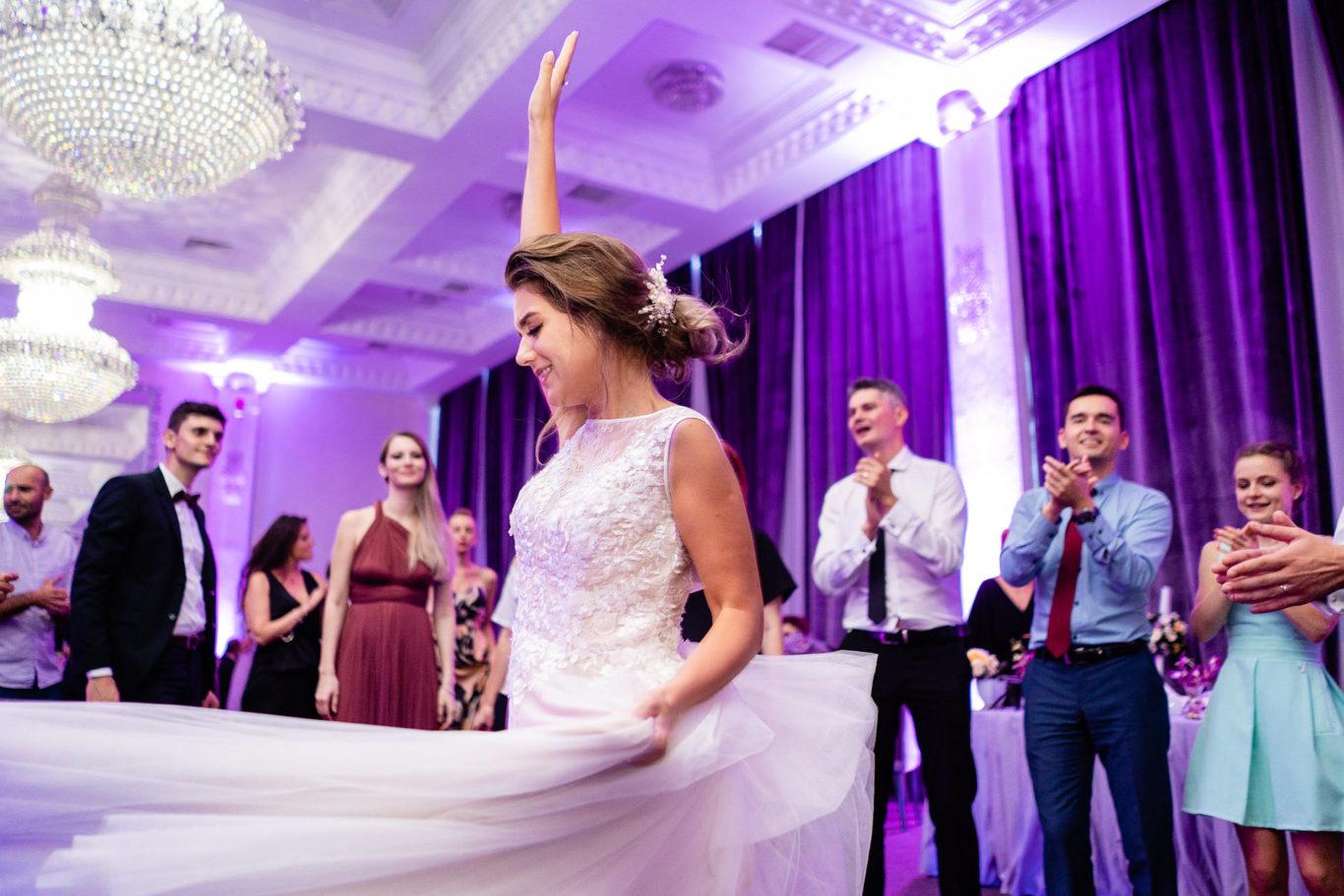 Nunta mov - Carmen & Mihai - fotograf nunta Bucuresti - Ciprian Dumitrescu - fotografie nunta Bucuresti - Rebeca Ballroom