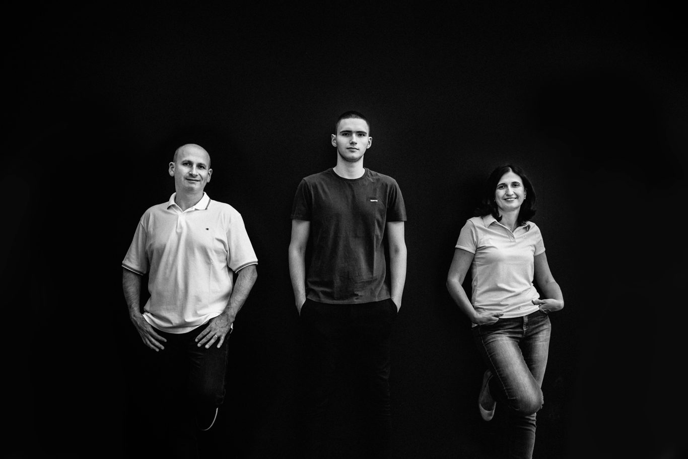 Portret de familie alb-negru - Ciprian Dumitrescu - fotograf familie