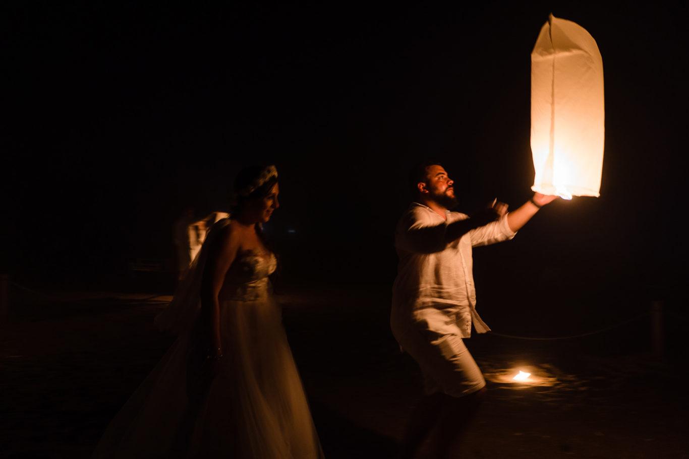 Lampioane de nunta pe plaja   fotograf nunta Ciprian Dumitrescu