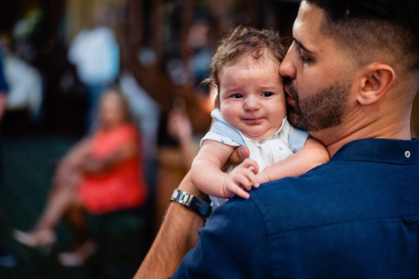 Tata si bebe - fotograf botez Ciprian Dumitrescu
