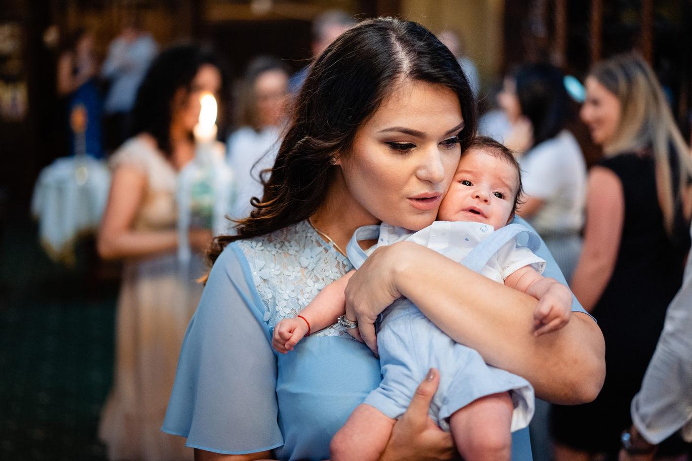 Mama si bebe - fotograf botez Ciprian Dumitrescu
