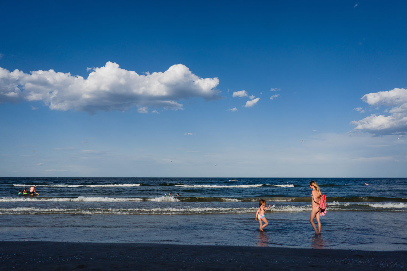 Cu mami pe plaja - fotograf de familie Ciprian Dumitrescu