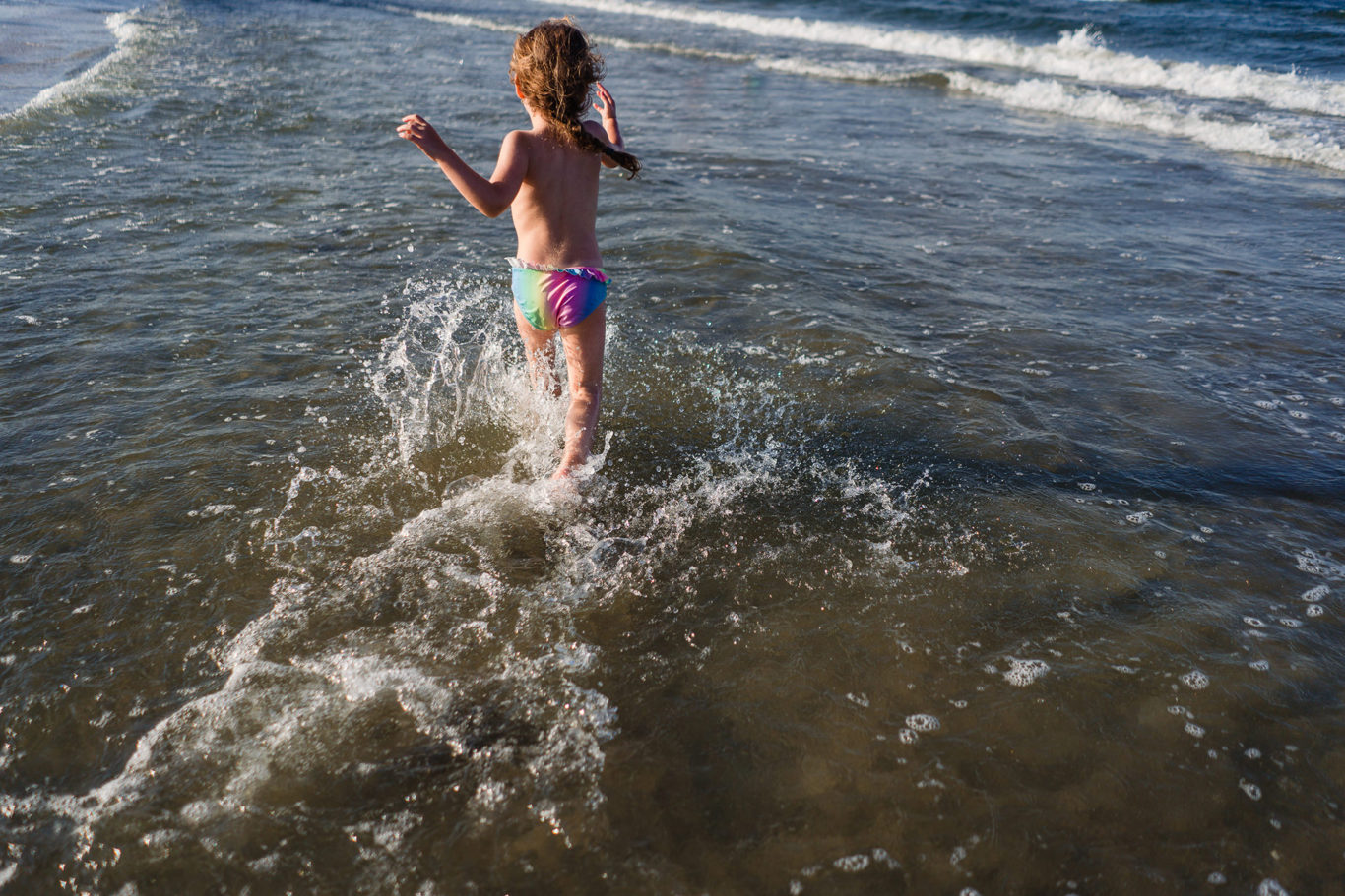 Run baby run - sesiune foto familie pe plaja