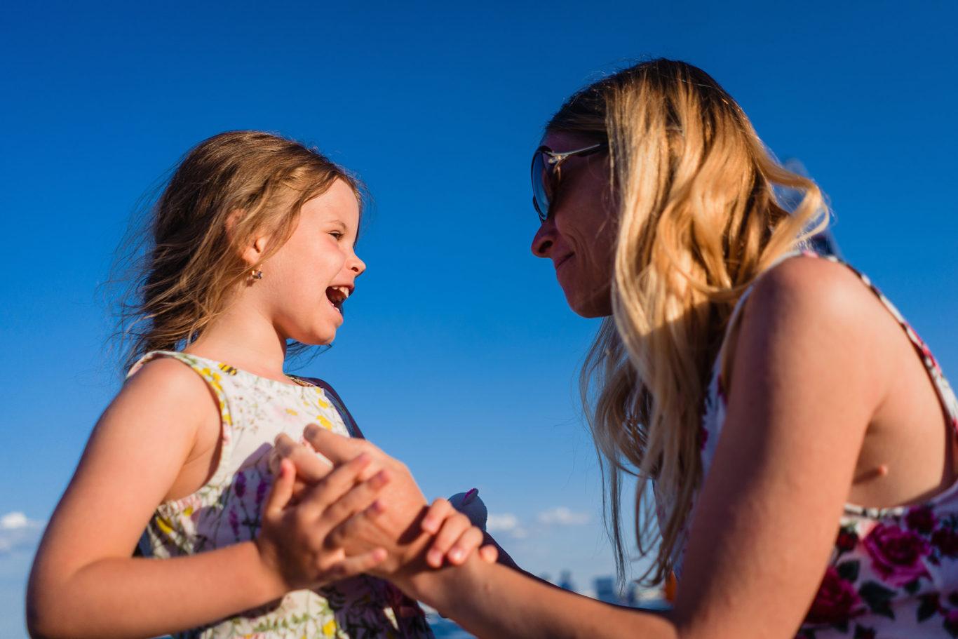 Bucurie sincera de copil - fotograf de familie Ciprian Dumitrescu