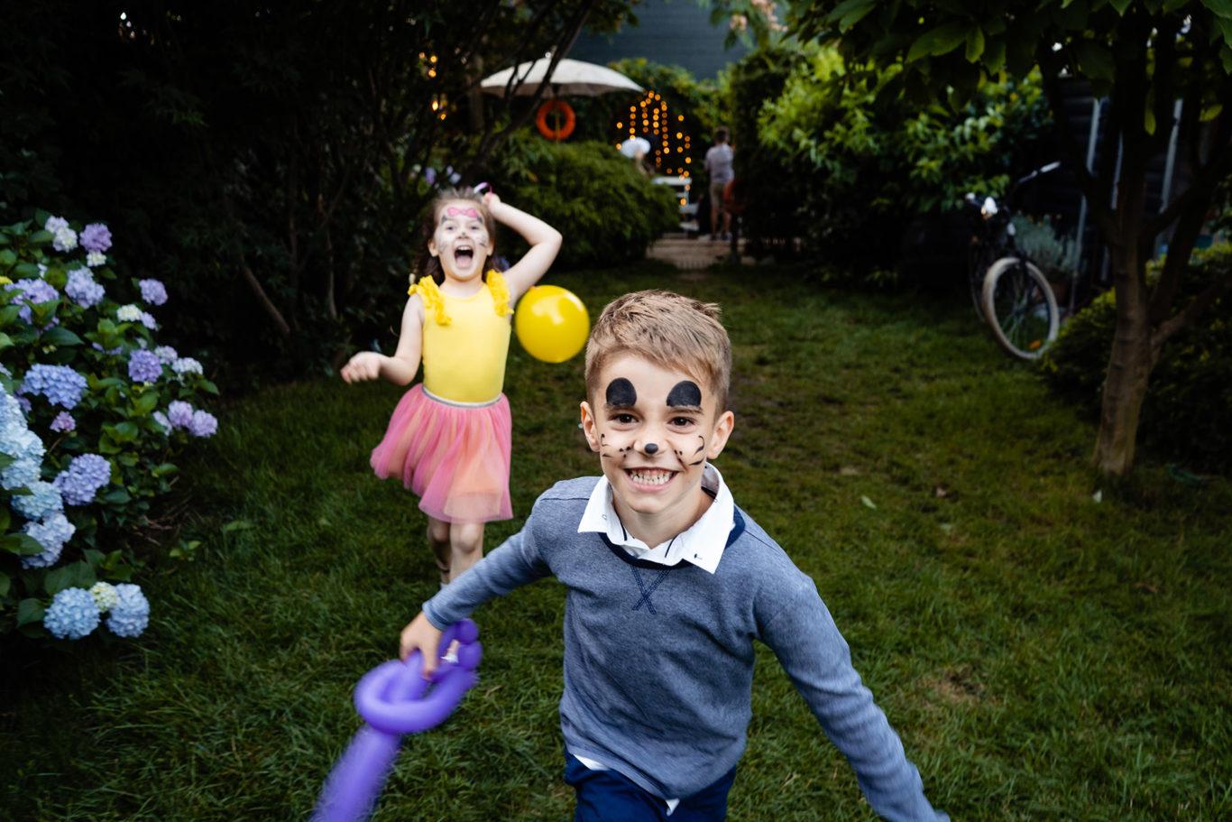 Kids atack me - foto Ciprian Dumitrescu
