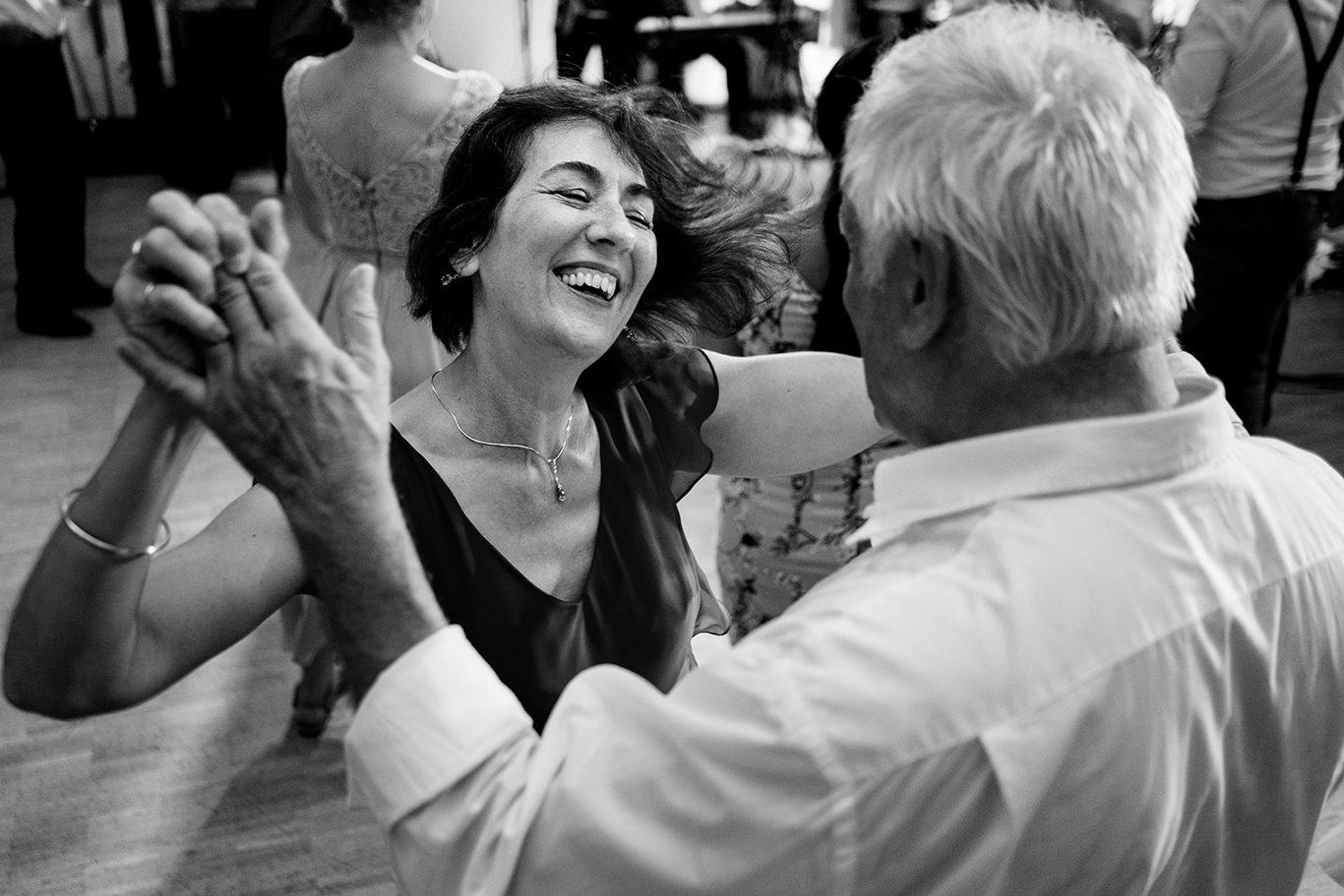 Pe aripile dansului la nunta