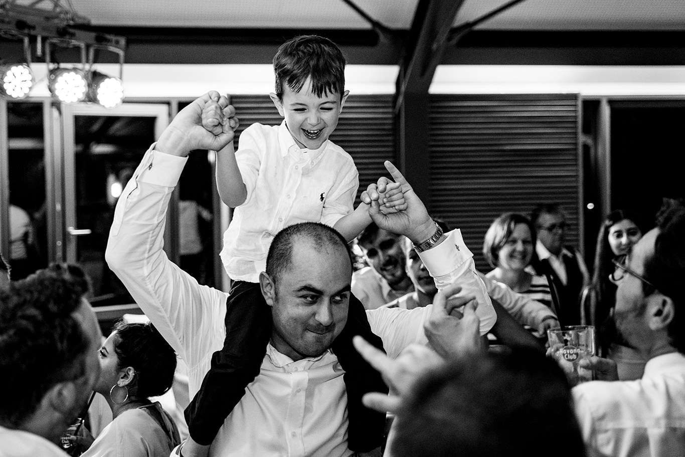 Copii se distreaza maxim la nunta