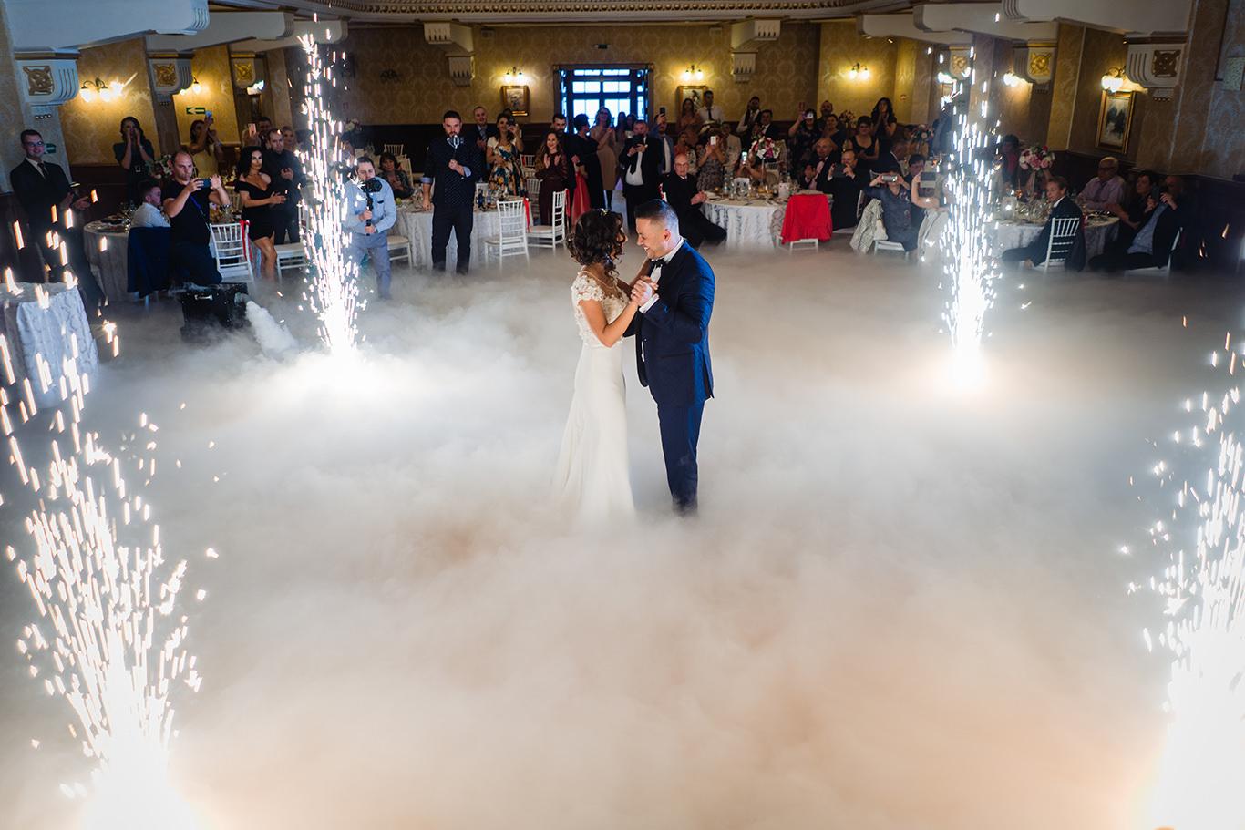 Primul dans la nunta