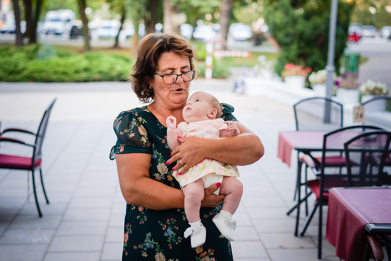 Micuta Karina si bunica