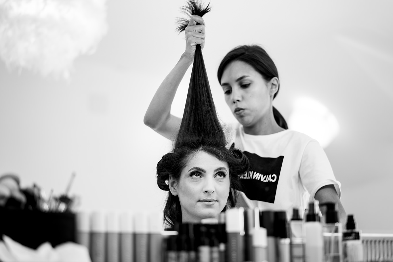 Mireasa la coafor - fotograf Ciprian Dumitrescu