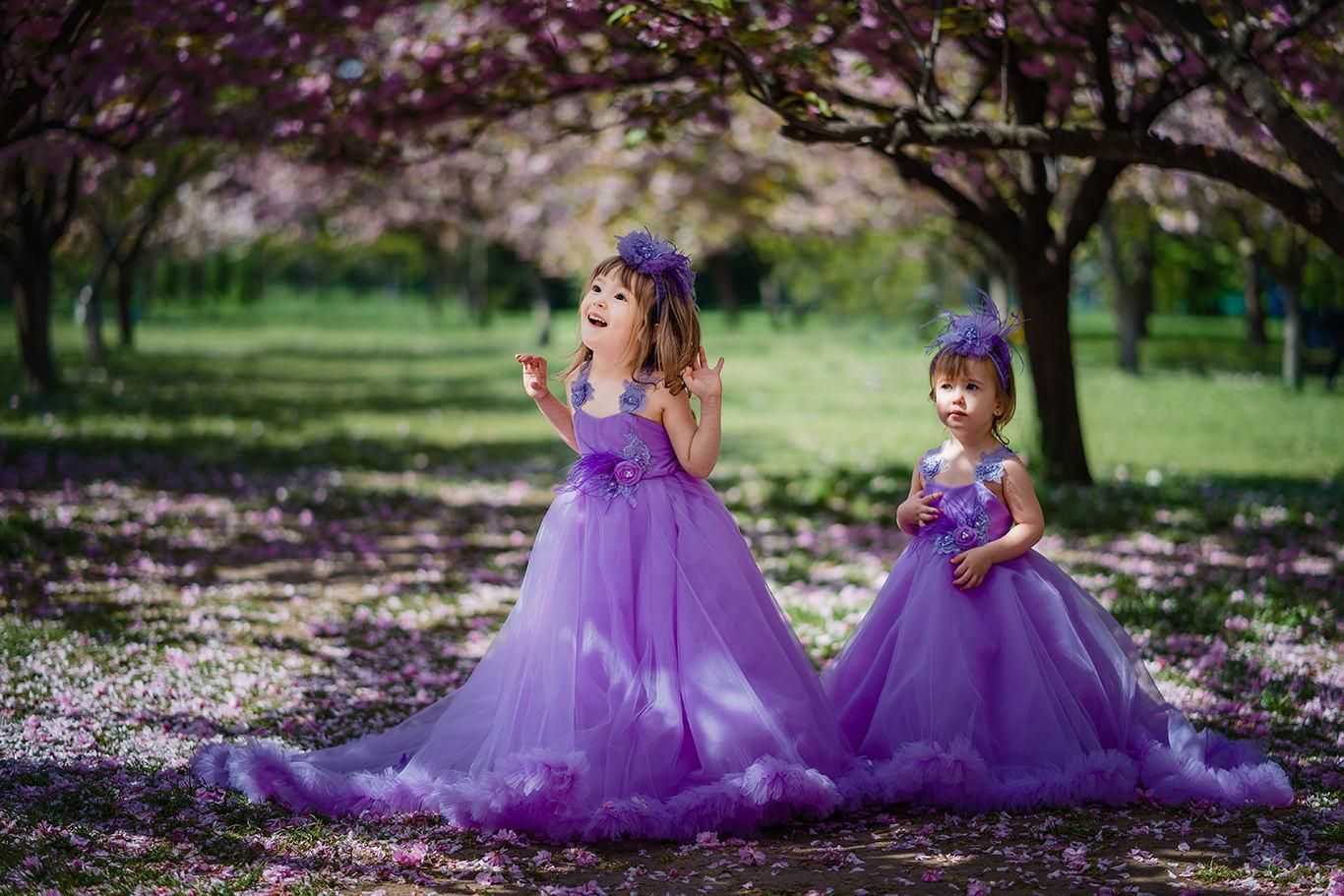 Bucuria copiilor in gradina inflorita