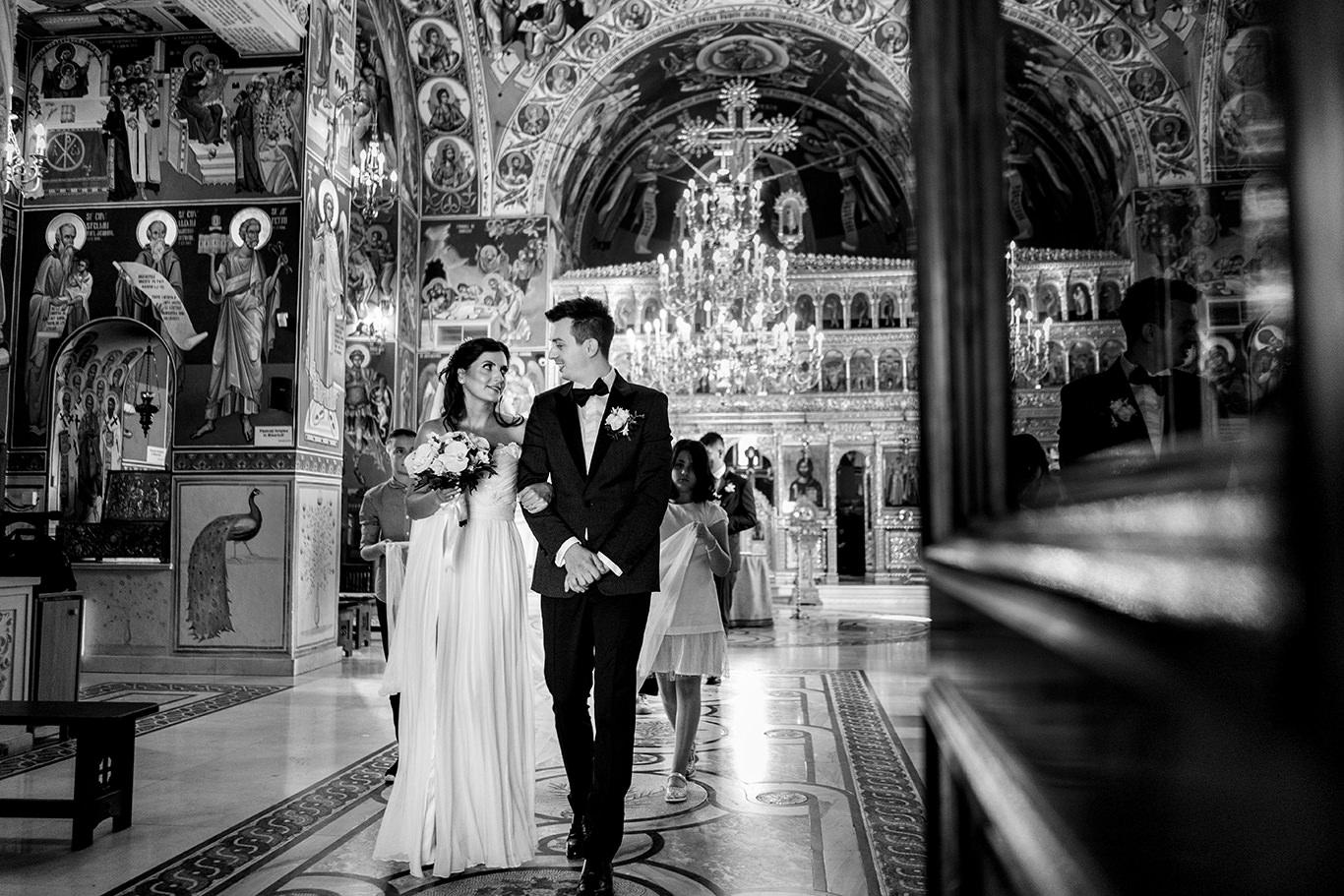 Iesire din biserica la nunta - fotograf Ciprian Dumitrescu