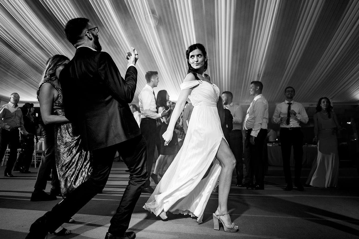 Mireasa la petrecere la Vivolis Events - fotograf Ciprian Dumitrescu