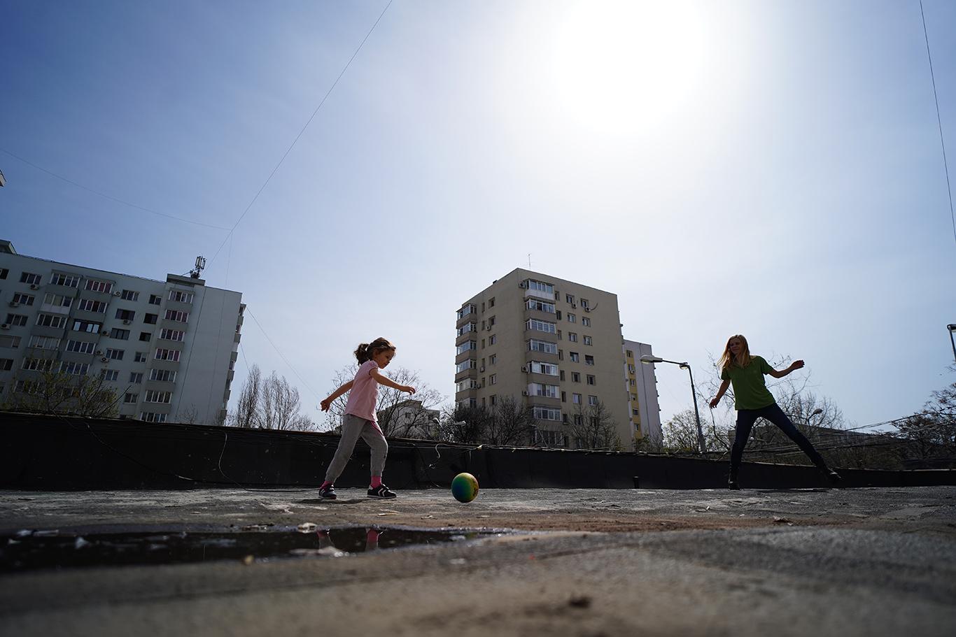 Fotbal cu mama pe terasa - jurnal de familie